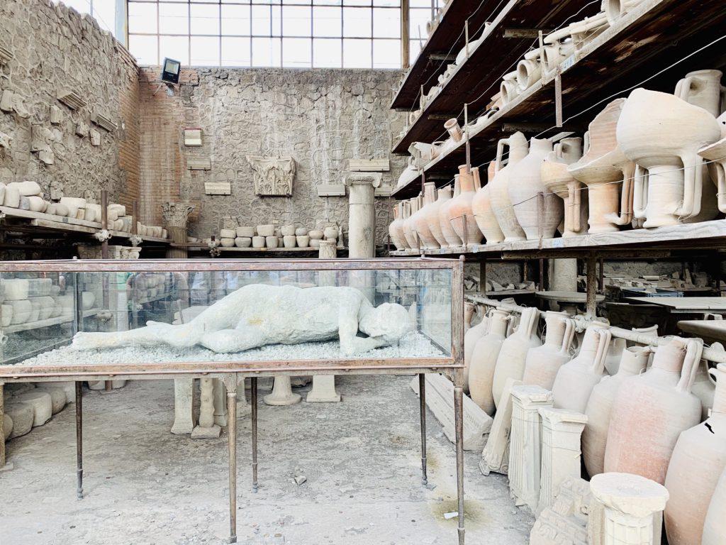 Cast at pompeii