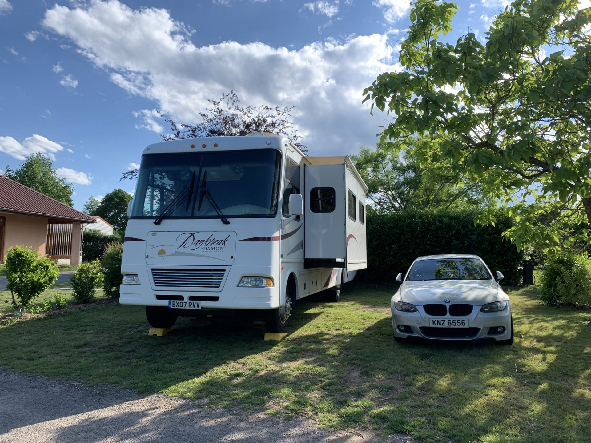 RV and BMW on pitch at Le Village de Meunier